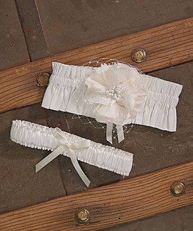 Beverly Clark La Fleur Collection Garter Set
