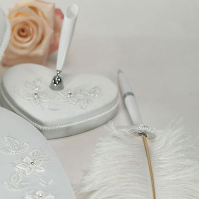 Floral Fantasy Heart Shaped Wedding Reception Pen Set